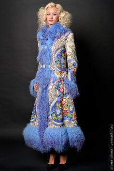Пальто `Зимняя сказка`.. Зимнее пальто (до - 25) , выполнено из павлово-посадского платка с отделкой из натурального меха ламы.   Пальто выстегано по по контуру цветов, что придаёт объем и фактуру рисунку.  Подклад - вискоза.