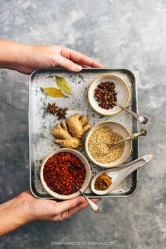 How to make chili oil (辣椒油) - video, recipe with step by step pictures on making Chinese chili oil from scratch. Chinese Chili Oil, Chinese Food, Chinese Spices, Basic Chinese, Indian Food Recipes, Asian Recipes, Healthy Recipes, Ethnic Recipes, How To Make Chili