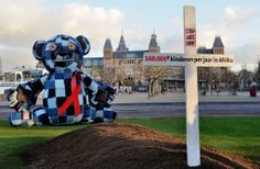 Huge teddy bear grieves in Amsterdam last Sunday #stopaidsnow