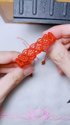 Diy Friendship Bracelets Tutorial, Diy Bracelets Easy, Friendship Bracelet Patterns, Bracelet Tutorial, Diy Crafts Jewelry, Diy Crafts For Gifts, Bracelet Crafts, Diy Bracelet Designs, Diy Bracelets Patterns