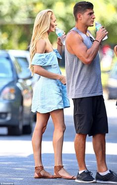 Leggy Candice Swanepoel is summer chic in tiny sundress with son Summer Chic, Street Style Summer, Candice Swanepoel Hair, Cute Casual Outfits, Summer Outfits, Star Fashion, Fashion Outfits, Red Lingerie, Lingerie Dress