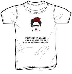 """T- shirt con stampa di Frida Kahlo.  """"Prendete un amante che vi guardi per la magia che potete essere"""""""