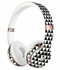 The All Over Black Micro Triangles Full-Body Skin Kit for the Beats by Dre Solo 3 Wireless Headphones Cute Headphones, Sports Headphones, Bluetooth Headphones, Accessoires Iphone, Accesorios Casual, Beats By Dre, Iphone Accessories, Apple Products, Headset