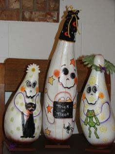 Halloween Gourds, Halloween Projects, Fall Halloween, Halloween Ideas, Halloween Party Themes, Halloween Decorations, Decorative Painting Projects, Decorative Gourds, Pumpkin Art