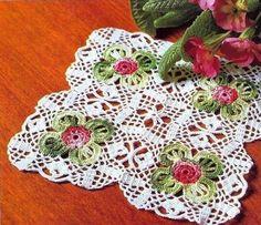 Tecendo Artes em Crochet: Três Centrinhos Quadrados com Gráficos!