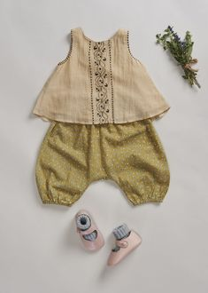 SS & studi a colori, Olive, Caramel Baby & Child. Little Fashion, Baby Girl Fashion, Fashion Kids, Babies Fashion, Fashion Clothes, Toddler Outfits, Baby Boy Outfits, Caramel Baby, Designer Baby Clothes