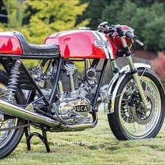 Ducati 750 round case costum - 1974