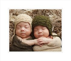 Awesome twin newborn photography by Jessica Washburn Photography.