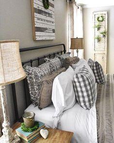 50 Cozy Farmhouse Master Bedroom Remodel Ideas - Home - Bedroom Decor Farmhouse Style Bedrooms, Farmhouse Master Bedroom, Cozy Bedroom, Home Decor Bedroom, Girls Bedroom, Modern Farmhouse, Bedroom Ideas, Bedroom Inspiration, Farmhouse Ideas