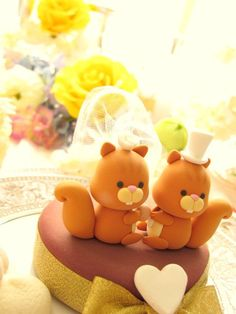 Squirrel cake topper, not a tutorial but think it could be easily made