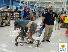People Of Walmart - Funny Pictures of People Shopping at Walmart Funny Walmart Pictures, Walmart Funny, Funny People Pictures, Funny Photos, Walmart Pics, Awkward Photos, Meanwhile In Walmart, Only At Walmart, Jokes