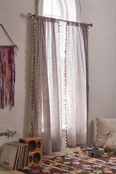 Magical Thinking Pompom Curtain - pozor, su sive, pozri dalsi obr