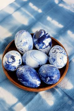 DIY Marbled Indigo Easter Eggs on alice & lois