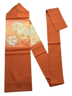 This is an elegant Nagoya obi with flower circle of such as 'Tachibana' (Japanese green citrus), 'Botan'(peony) and kaede (maple leaf) on hazy mist pattern, which is woven