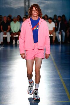 https://www.thefashionisto.com/wp-content/uploads/2018/06/MSGM-Spring-Summer-2019-Mens-Collection-017.jpg