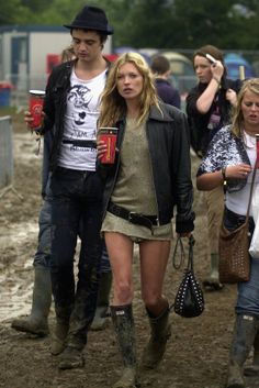 Pete Doherty and Kate Moss dated for two years after meeting at Kate's 31st birthday party in January 2005. They attended Glastonbury together in the same year.