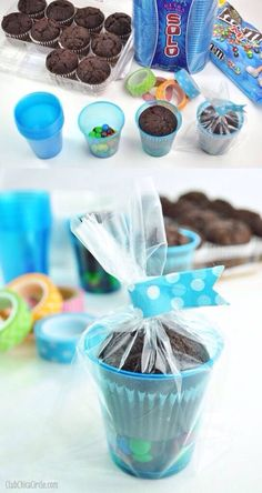 Easy Party Treat Cup Ideas Giveaway Make the cutest and easiest treat cups place mini MMs in the bottom of a SOLO cup then add brownie muffin from your grocers bake. Party Treats, Party Favors, Diy Party, School Treats, School Birthday Treats, Partys, Kids Meals, Party Planning, Party Time