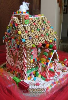 Gingerbread House Unique DIY Gingerbread House Ideas In Your Decor 10 Gingerbread House Designs, Gingerbread House Parties, Christmas Gingerbread House, Christmas Love, Christmas Treats, Christmas Baking, Christmas Cookies, Gingerbread House Decorating Ideas, Xmas