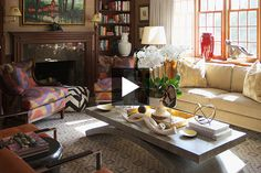 See the statement-making interior! Style Tudor, Decoration Originale, Tudor House, Home Tv, House Tours, Facade, Beautiful Homes, Designers, Decorating Ideas