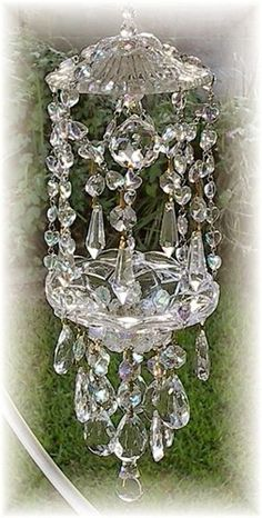 romantic sun catchers: love crystals for any application Crystal Wind Chimes, Diy Wind Chimes, Mobiles, Diy Lampe, Glass Garden, Garden Crafts, Suncatchers, Yard Art, Glass Art