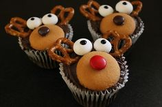Dragonfly Designs: Oh Deer Cupcakes Holiday Desserts, Holiday Treats, Holiday Recipes, Fun Recipes, Christmas Recipes, National Cupcake Day, Reindeer Cupcakes, Kids Party Snacks, Brownie Cake