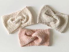 Daisy Farm Crafts Simple beginner friendly, easy to read crochet pattern, for a velvet twist headband.<br> Simple beginner friendly, easy to read crochet pattern, for a velvet twist headband. Quick Crochet, Cute Crochet, Crochet Hooks, Knit Crochet, Crochet Twist, Crochet Winter, Crochet Stitch, Double Crochet, Crochet Headband Free