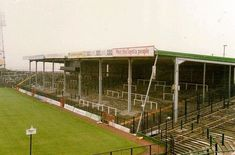 Easter Road - Hibernian - Old East terracing British Football, European Football, Football Tops, Football Stadiums, Hibernian Fc, Nostalgic Pictures, Football Pictures, Great Britain, The Past
