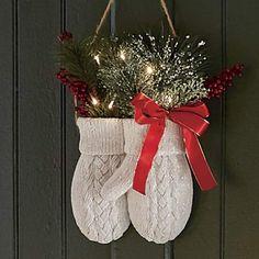 Country Christmas Decorations, Farmhouse Christmas Decor, Country Christmas Crafts, Fabric Christmas Decorations, Homemade Xmas Decorations, Vintage Christmas Crafts, Homemade Wreaths, Winter Decorations, Christmas Door