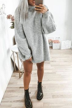 - Robes - Mode femme automne/hiver avec une robe pull grise épaisse col roulz' et Doc M. Fashion women fall / winter with a thick gray sweater dress collar roll & Doc Martens. Mode Outfits, Dress Outfits, Casual Outfits, Fashion Outfits, Dress Fashion, Fashion Ideas, Casual Dressy, Dressy Attire, Dress Clothes