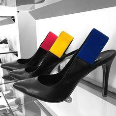 Eleganza e stile ai tuoi piedi con il sandalo nero in camoscio ...