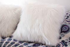 almofada branca peluda