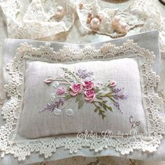 Irresistible Embroidery Patterns, Designs and Ideas. Awe Inspiring Irresistible Embroidery Patterns, Designs and Ideas. Cushion Embroidery, Embroidery Leaf, Hand Work Embroidery, Flower Embroidery Designs, Embroidery Transfers, Japanese Embroidery, Silk Ribbon Embroidery, Vintage Embroidery, Cross Stitch Embroidery