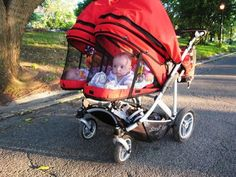 baby strollers The Giggle Guide - Double the Fun Twin Babies, Cute Babies, Twin Baby Rooms, Newborn Twins, Twin Mom, Fun Baby, Baby Life Hacks, Baby Gadgets, Baby Prams