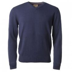 A seasonal purple cotton v-neck jumper. Plain knit with rib cuff and hem detail. Our cotton knitwear is perfect for an early Autumn wardrobe. Features include - contrast wolfhound on chest and contrast detail inside collar.