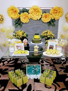 Baby Shower Gender Reveal, Baby Shower Themes, Baby Boy Shower, Baby Shower Decorations, Shower Ideas, First Birthday Parties, First Birthdays, Bumble Bee Birthday, Sunflower Party
