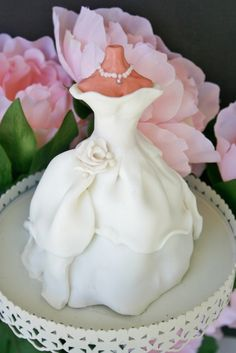 This lady is amazing- she makes Custom Cakes to match the bride's wedding dress!