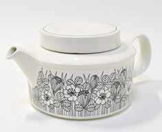 Arabia of Finland, Krokus, Esteri Tomula teapot Kitchenware, Tableware, Kitchen Linens, Doodle Drawings, Marimekko, Displaying Collections, Vintage Pottery, Porcelain Ceramics, Scandinavian Style