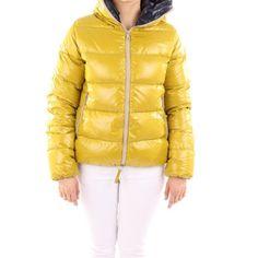 Duvetica Winterjacke in Senfgelb. Jetzt zum unschlagbaren Preis bei Vite EnVogue shoppen. #fashion #style #shopping #designerfashion #downjackets