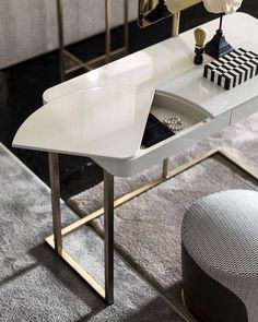Super creative and chic white dresser. Furniture Dressing Table, Table Furniture, Furniture Design, Small Dressing Table, Interior Styling, Interior Decorating, Interior Design, Dresser Table, Furniture Inspiration