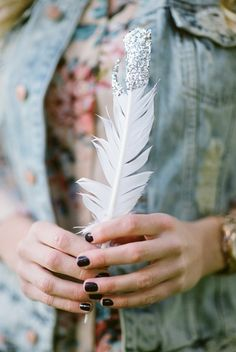 You touch me . Hand Photography, Creative Photography, Giving Hands, Feather Mobile, Flower Girl Photos, Love Is Everything, Open Hands, Boho Wedding Decorations, Girls Hand