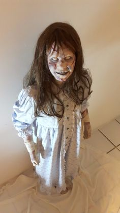 Ultra realistic doll of Regan, Movie The Exorcist Cast from an original studio effects casting by Dick Smith for the famous Exorcist Head Spin effect. Scary Halloween Costumes, Halloween Haunted Houses, Halloween 2019, Halloween Stuff, Halloween Ideas, Scary Films, Horror Movie Characters, Horror Movies, Exorcist Movie