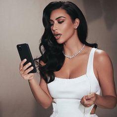 kim kardashian wedding makeup Kim Kardashian Old Hollywood Look. Kim Kardashian Classic Glam Makeup look. Kourtney Kardashian, Looks Kim Kardashian, Kim Kardashian Wedding, Estilo Kardashian, Kardashian Style, Rachel Bilson, Diane Kruger, Sarah Jessica Parker, Vogue Cover