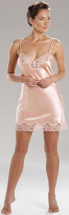 Chemise in stretch silk satin, with French lace