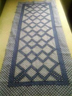 Bordado em tecido xadrez - Caminho de Mesa/Trabalho em andamento (Detalhes sobre o bordado... Visitar)
