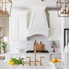 Gorgeous Spring Decor Ideas Walnut Kitchen Cabinets, Ikea Kitchen, Kitchen Interior, Kitchen Decor, Kitchen Ideas, Gold Kitchen, Cupboards, Kitchen Inspiration, Kitchen Designs