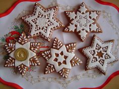 Christmas Gingerbread House, Gingerbread Houses, Gingerbread Cookies, Christmas Cookies, Christmas Stars, Star Cookies, Cookie Ideas, Cookie Jars, Cookie Decorating