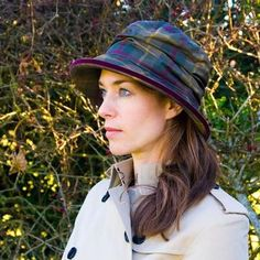 A beautiful tartan style waterproof ladies rain hat, handmade by Peak & Brim hats, this hat is sure to keep you dry and looking stylish. Waterproof Hat, Barbour Wax, Rain Hat, Burberry Trench, Summer Rain, Wellington Boot, Look Chic, Hat Sizes, Hats For Women