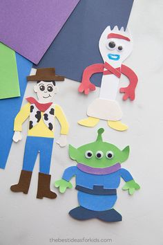 Plan the ULTIMATE Toy Story Birthday Party with these fun themed party ideas. From Toy story party foods, costumes, decorations, party favours and games. Toy Story Crafts, Movie Crafts, K Crafts, Paper Crafts For Kids, Preschool Crafts, Projects For Kids, Preschool Learning, Teaching, Toy Story Birthday