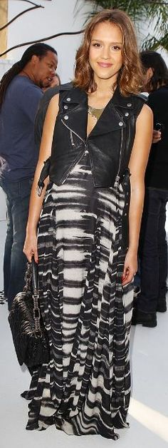 JESSICA ALBA The expectant mom dresses her bump in a black-and-white maxi dress by L. and motorcycle vest with a Paige Novick necklace to fête Maria Menounos's book The EveryGirl's Guide to Life at a Martini Prosecco-sponsored party in L. Celebrity Maternity Style, Celebrity Moms, Maternity Fashion, Pregnancy Fashion, Bump Style, Mommy Style, Jessica Alba Style, Maria Menounos, Pregnant Jessica Alba