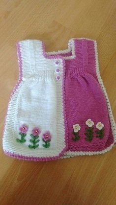 I found great knitting vest idea. Crochet Dress Outfits, Knitted Baby Outfits, Knit Baby Sweaters, Baby Cardigan Knitting Pattern, Baby Knitting Patterns, Baby Patterns, Crochet Patterns, Knitting For Kids, Knitting Projects